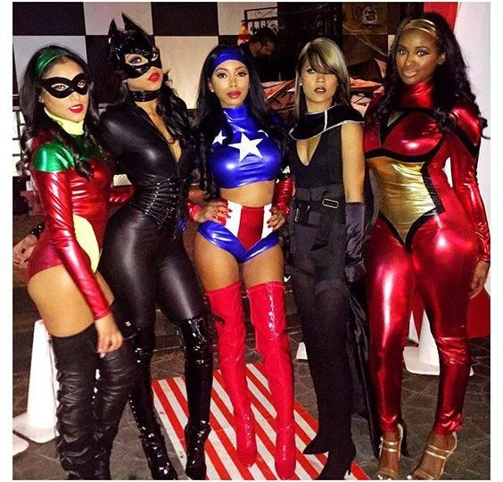 20 Terribly Sexy Girls in Halloween Costumes