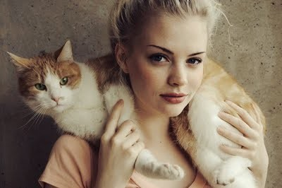 blond-girl-with-a-cat