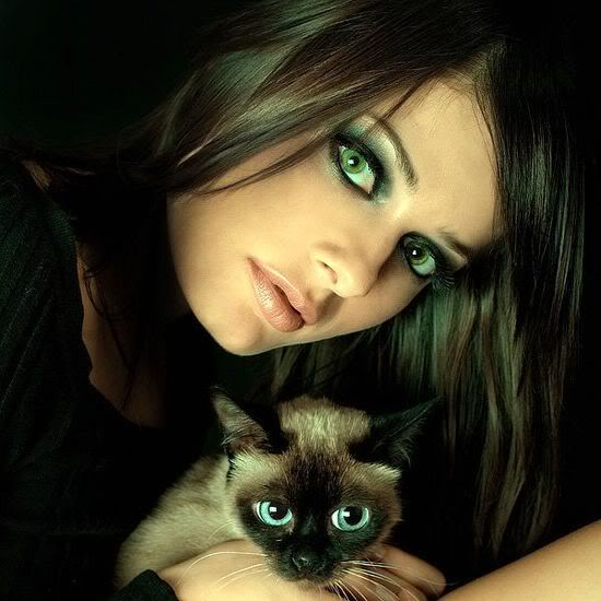 girl-with-cat-eyes