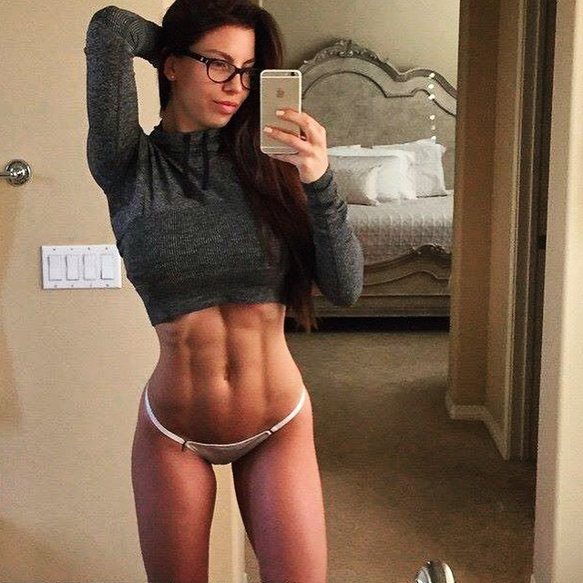 girls-with-best-abs_8