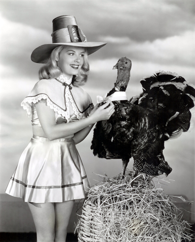 thanksgiving-pin-up-girls_2