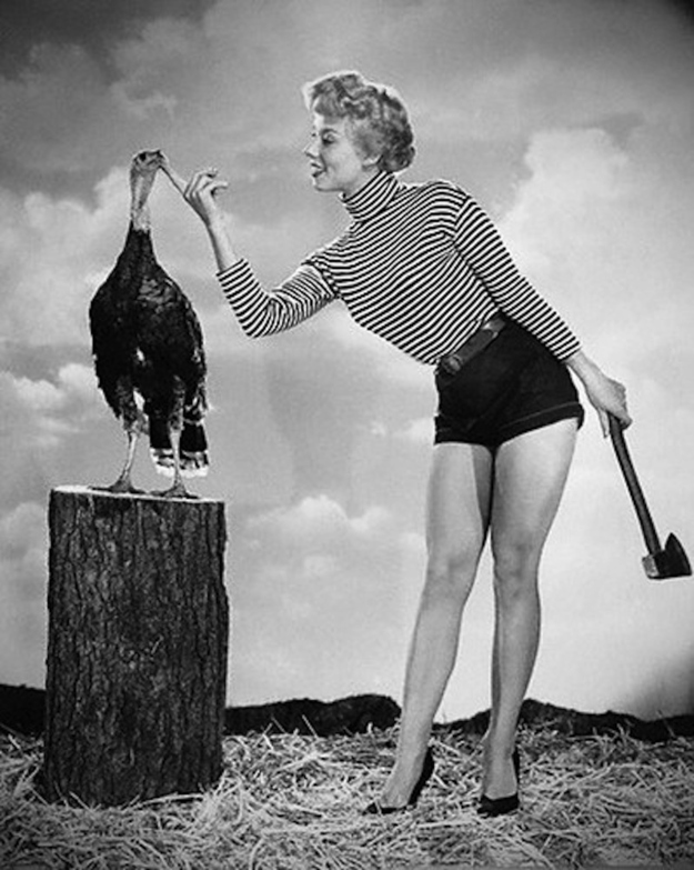thanksgiving-pin-up-girls_4