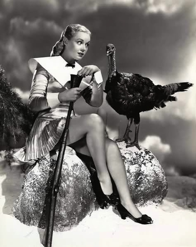 thanksgiving-pin-up-girls_5